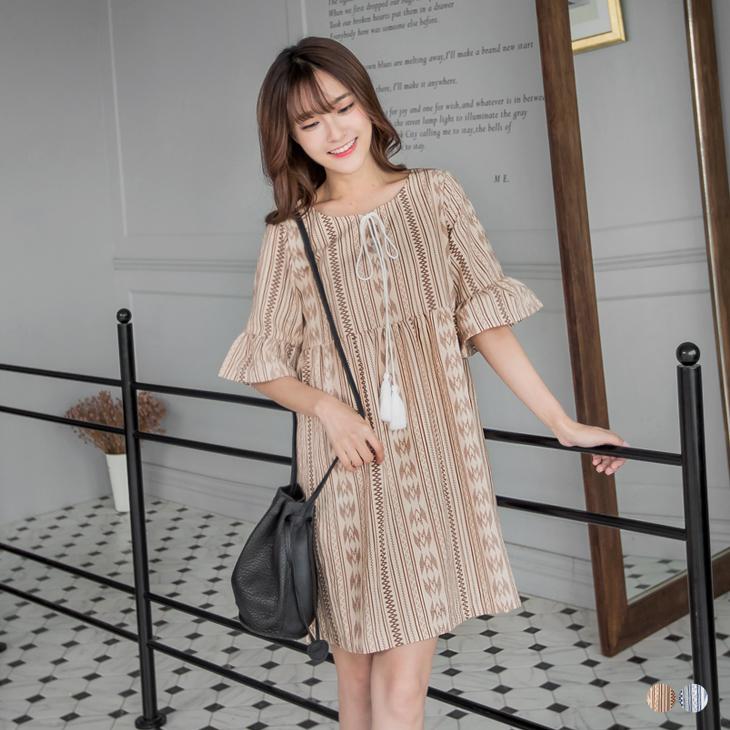 0527新品 民族風印花圖騰ob 退貨流蘇綁帶高腰傘擺袖洋裝.2色