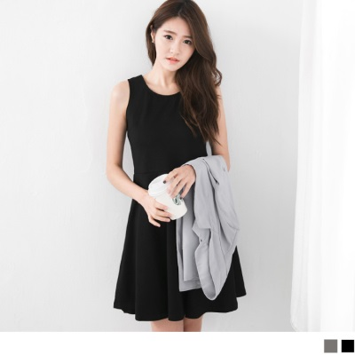 0604新品 純色背交叉鏤空設計無袖洋裝.2色