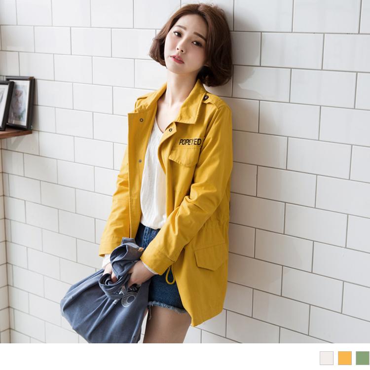 素色斜紋英文刺繡抽繩長版外套.3色