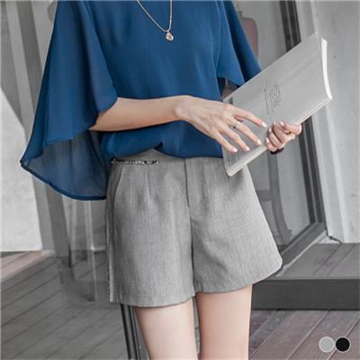 0414新品 直條壓紋面料抽鬚造型單釦短褲.2色