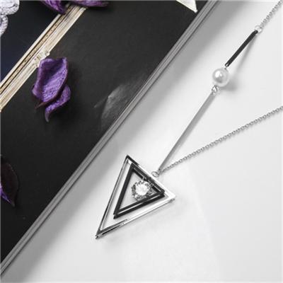 0225新品 【特價款】 黑銀鏤空三角水鑽珍珠層次墬飾項鍊