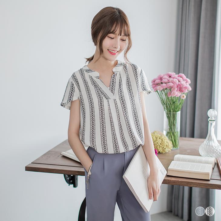 0526新obdesign tw product品 V領民族風印花小蓋袖上衣.2色