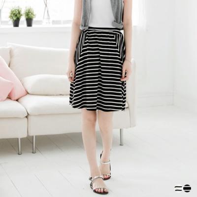 0406新品 不規則黑白條紋腰鬆緊傘襬圓裙.2色