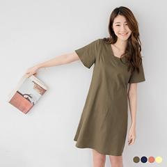 0412新品 極簡雅致~素面V領後鏤空寬袖口袋造型洋裝.2色