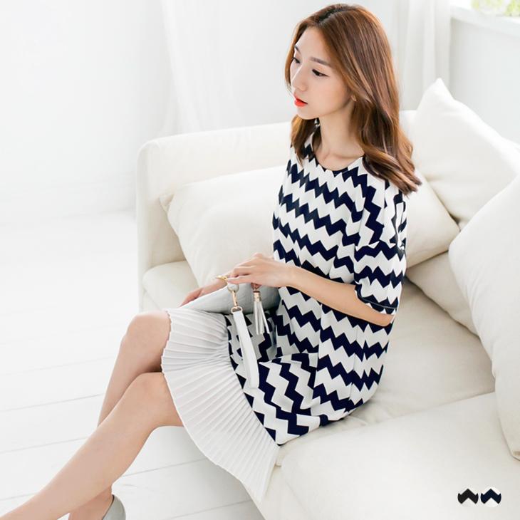 0401新品 幾何波浪印花拼接百褶裙寬鬆洋裝.2色
