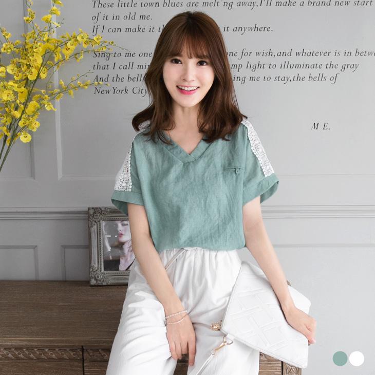 0427新品 素色蕾絲鏤空肩袖V領寬鬆上衣.2色