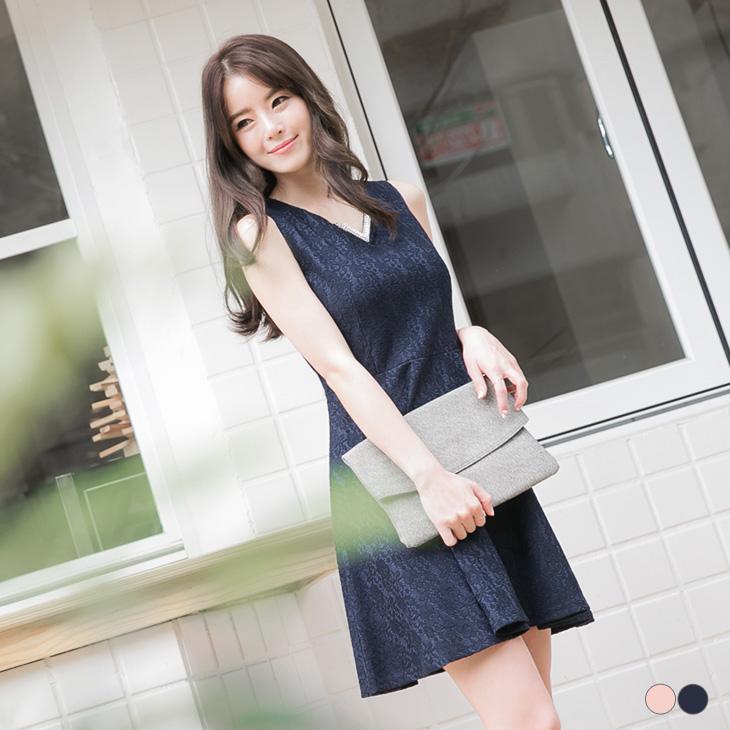 0427新品 V字金ob嚴選電話屬飾複合蕾絲無袖洋裝.2色