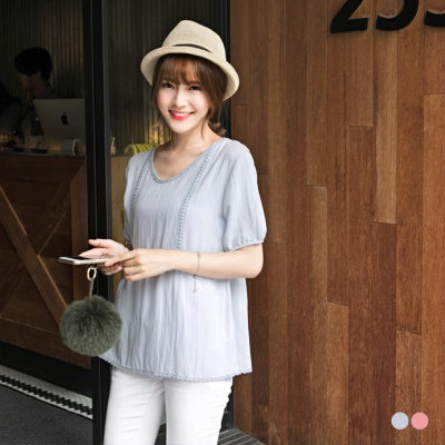 0615新品 甜嫩單色刺繡蕾絲點綴五分袖上衣.2色