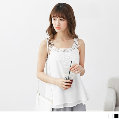 0516新品 純色拼鏤空蕾絲領無袖上衣.2色