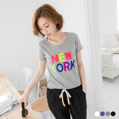 多彩字母貼布造型修身T恤.4色
