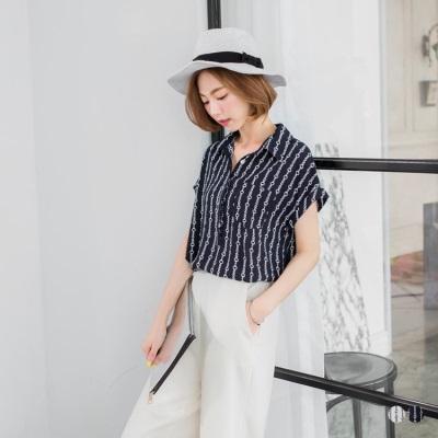 0531新品 雪紡圈圈直紋印花半開襟反褶釦短袖襯衫.2色