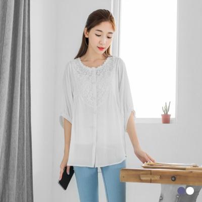 0606新品 蕾絲領口花紋刺繡蝙蝠袖排釦上衣.2色