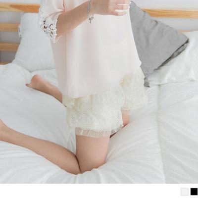 【LINE限定】 彈性腰圍浪漫點點蕾絲緹花短褲.2色