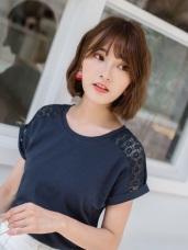 純色鏤空布蕾絲綴反摺袖棉感圓領T恤