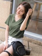 台灣製造 . 高含棉英文字燙印造型口袋V領T桖