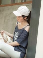 台灣製造.渡假風英文燙印挖肩短袖上衣/T恤