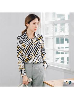配色幾何線條印花珍珠釦造型雪紡襯衫.2色