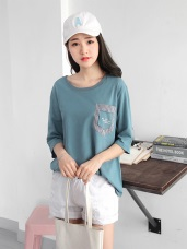 配色條紋字母單口袋設計寬鬆高棉量七分袖上衣.2色