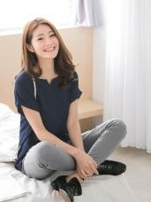素色單口袋造型反摺袖設計開衩領柔軟上衣.3色
