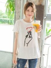 珠飾點綴愛心手勢刺繡純色高棉量T恤.2色