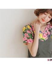 滿版繽紛花朵圖案V領口上衣.2色