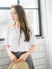 純色拼接鏤空蕾絲緹花袖造型高含棉上衣.2色