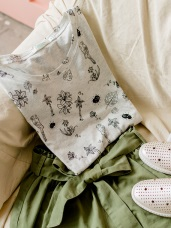 夏日純色植物印花簡約高含棉圓領反褶袖上衣