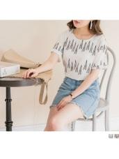 幾何印花袖反摺造型下襬抓皺上衣.2色