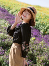 蝴蝶結抽繩一字領花朵刺繡縮口五分袖上衣