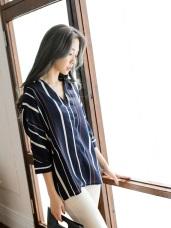 垂墜感V領民俗風直條紋印圖五分袖襯衫
