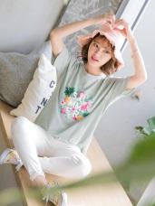 高含棉繽紛花朵英字印圖附項鍊上衣T恤