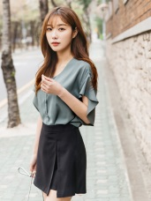 造型荷葉袖前排釦純色V領襯衫