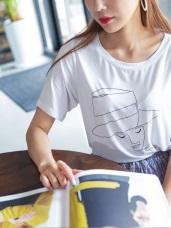 垂墜感手繪時髦女孩燙印設計圓領上衣