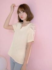 袖口造型透膚蕾絲拼接純色v領上衣