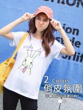台灣製造.兔子吃紅蘿蔔字母燙印圓領上衣