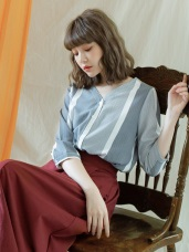 配色直條紋排釦V領七分袖襯衫