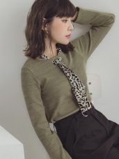 領口豹紋綁帶純色仿針織上衣