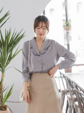 光澤感造型荷葉領純色排釦上衣