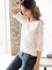 蕾絲鏤空織花圓領五分袖上衣