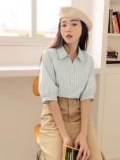 條紋排釦五分袖襯衫領上衣