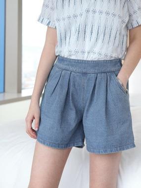 率性必備~寬版仿牛仔打褶後鬆緊短褲.2色