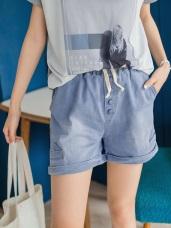 造型排釦設計刷色抽繩牛仔短褲.2色