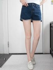 自然刷色下襬抽鬚造型後加長牛仔短褲