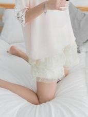 彈性腰圍浪漫點點蕾絲緹花短褲.2色