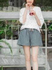 素色仿棉麻感皮革造型抽繩綁帶鬆緊短褲