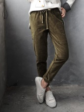 素色燈芯絨腰間抽繩拉鍊造型口袋哈倫褲.2色