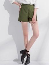 素色質感壓線造型腰鬆緊短褲.3色