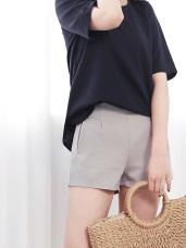 質感腰剪裁造型鬆緊短褲.2色