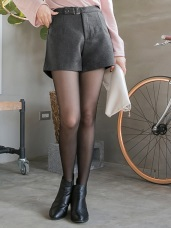 金屬釦環打褶設計純色毛呢短褲.2色