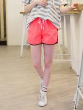鬆緊抽腰綁帶透氣網布內裡配色滾邊運動風短褲.4色